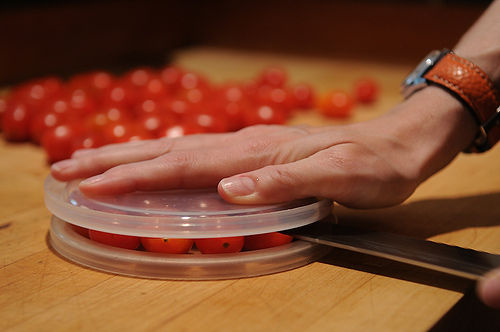 Cutting cherry tomatoes